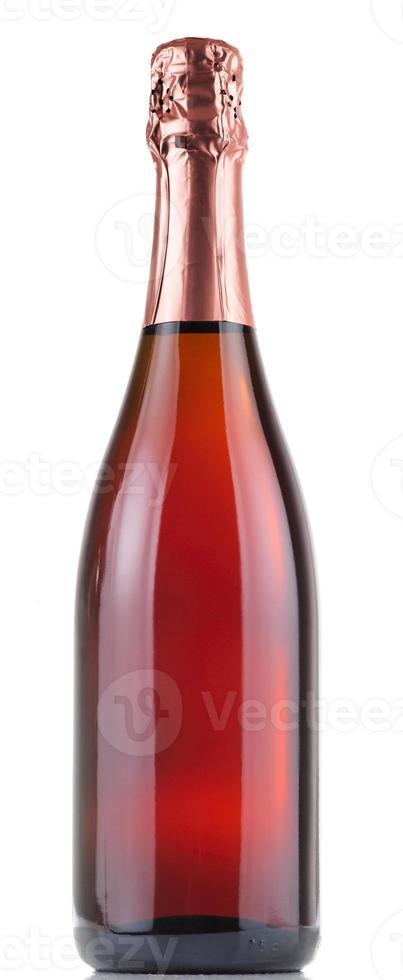 garrafa de champanhe rosa isolada no branco foto