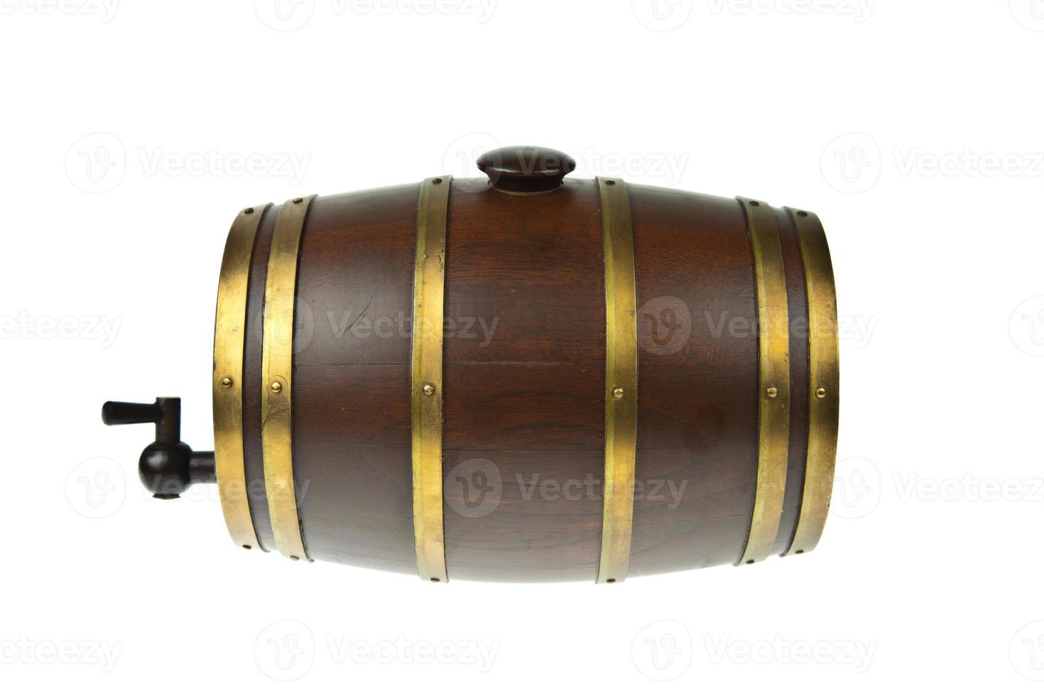 barril de cerveja isolado no fundo branco foto