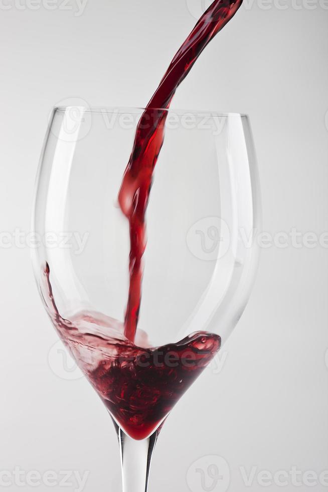 vinho fluindo foto