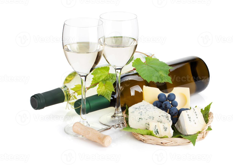 vinho branco, queijo e uva foto