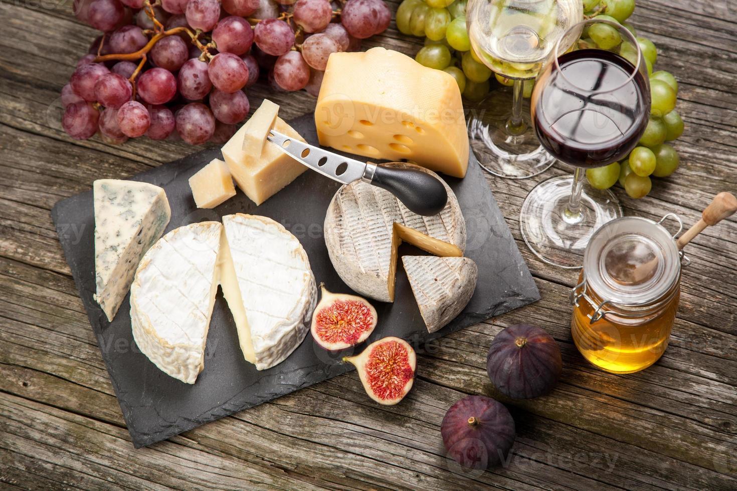 vinho e queijo foto