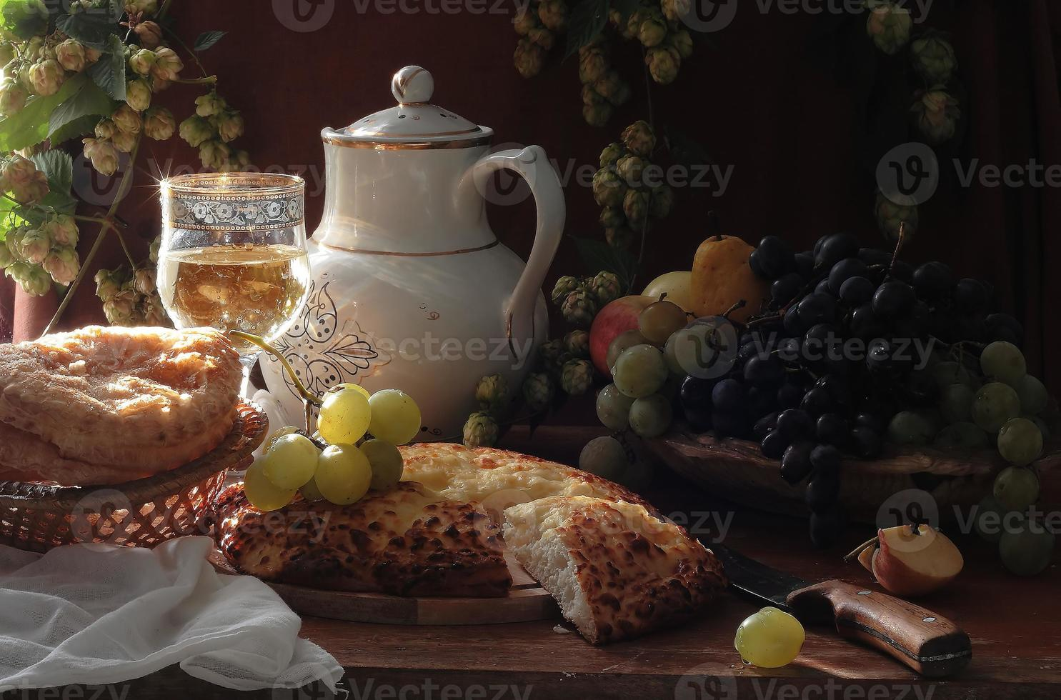 vinho e frutas hachapuri foto