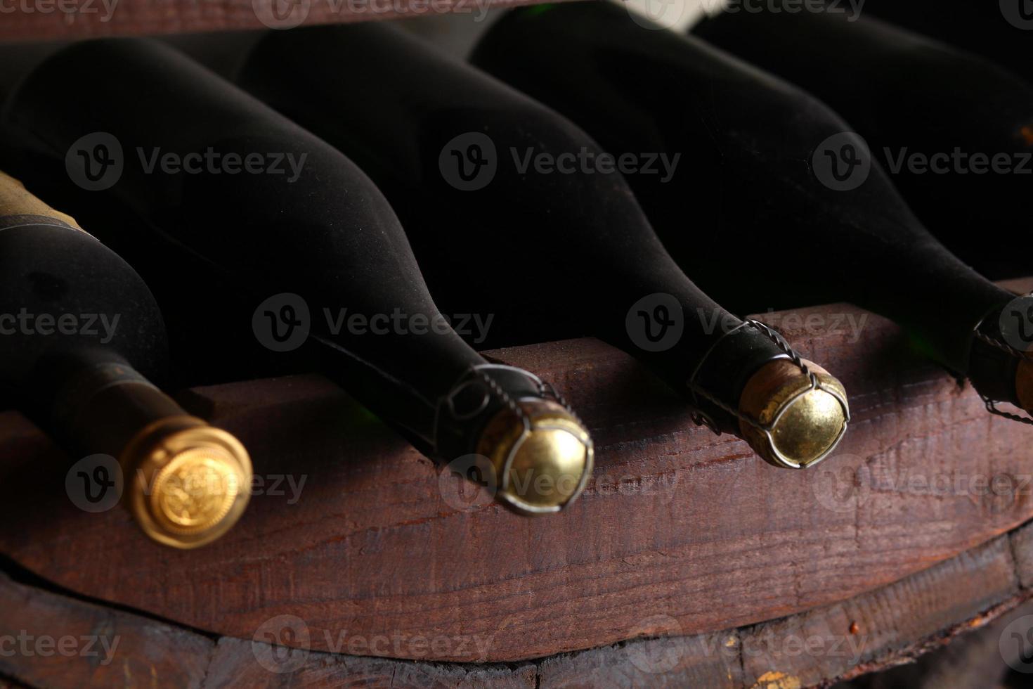 garrafas de vinho vintage foto
