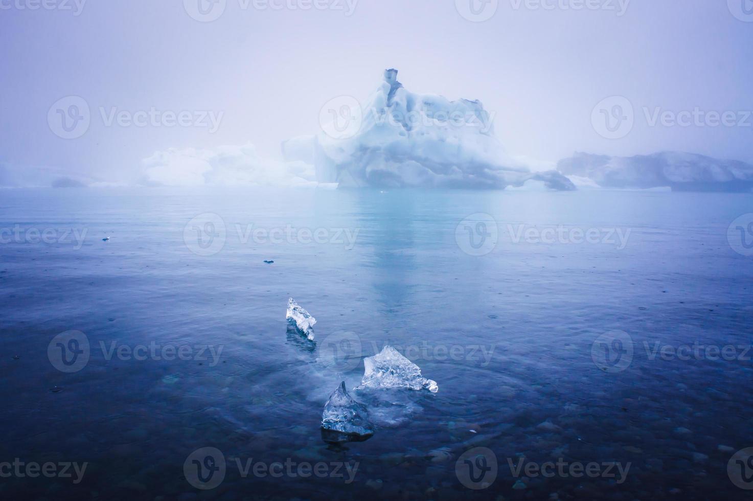 bela imagem vibrante da geleira islandesa e da lagoa glaciar com foto