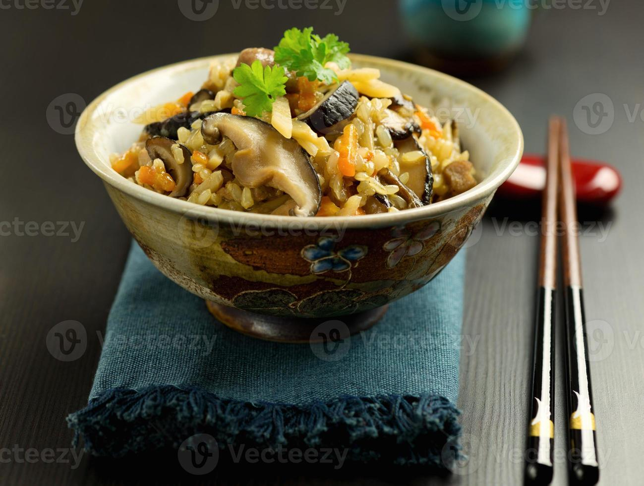 prato tradicional japonês gomoku gohan foto