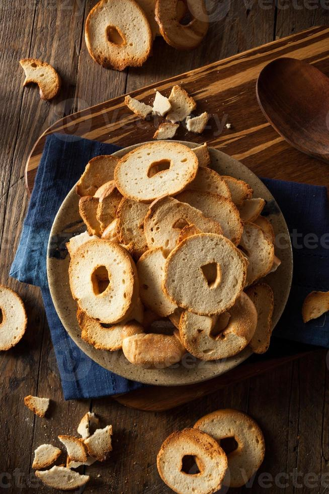 chips de bagel de trigo integral caseiro foto