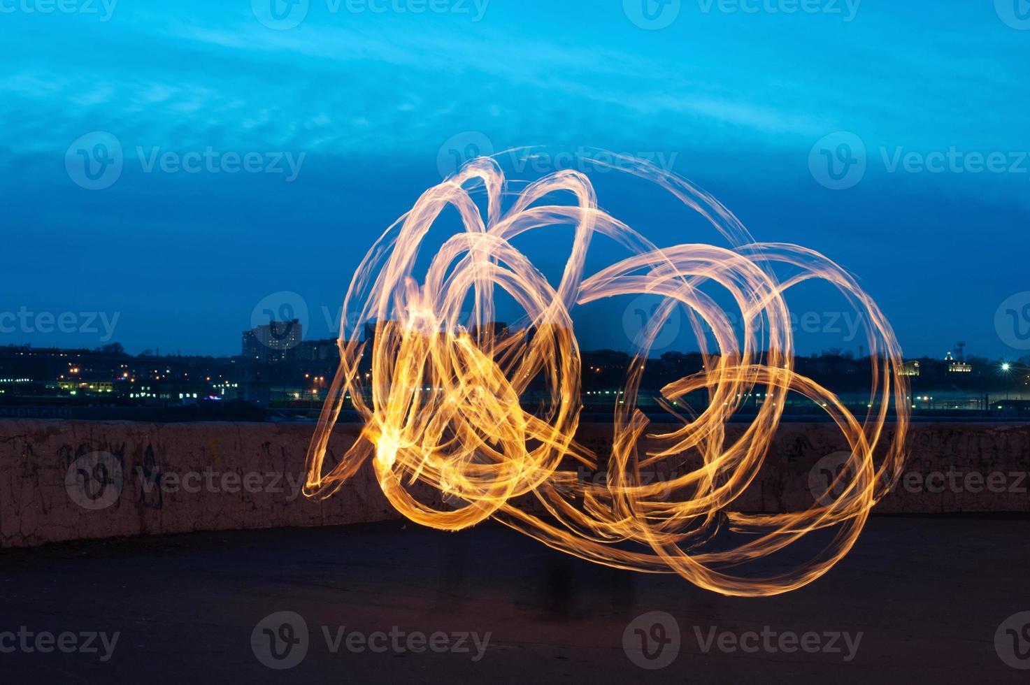 apresentação com listras de pintura de luz ardente foto