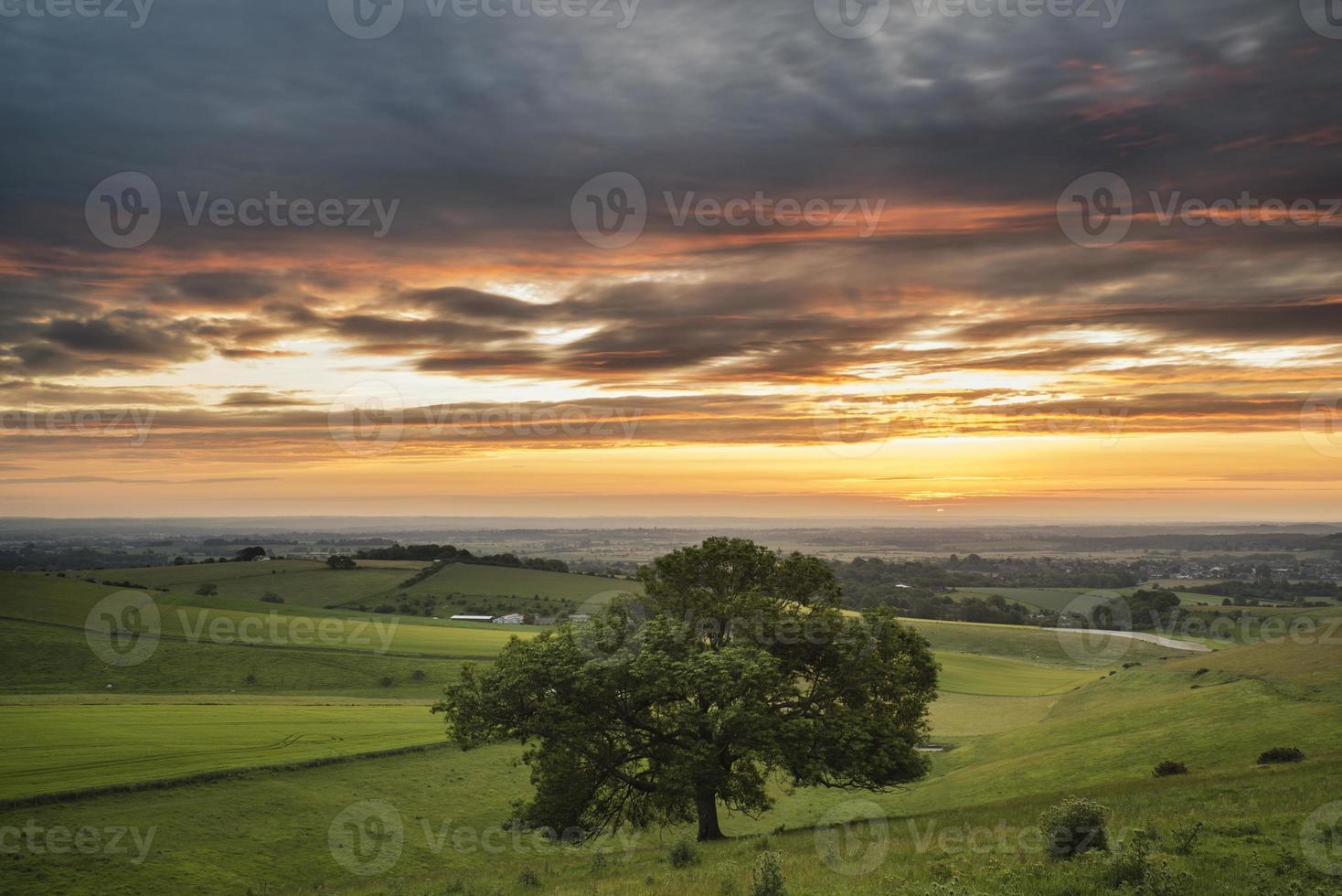 bela paisagem do pôr do sol de verão tigela de steyning em South Downs foto