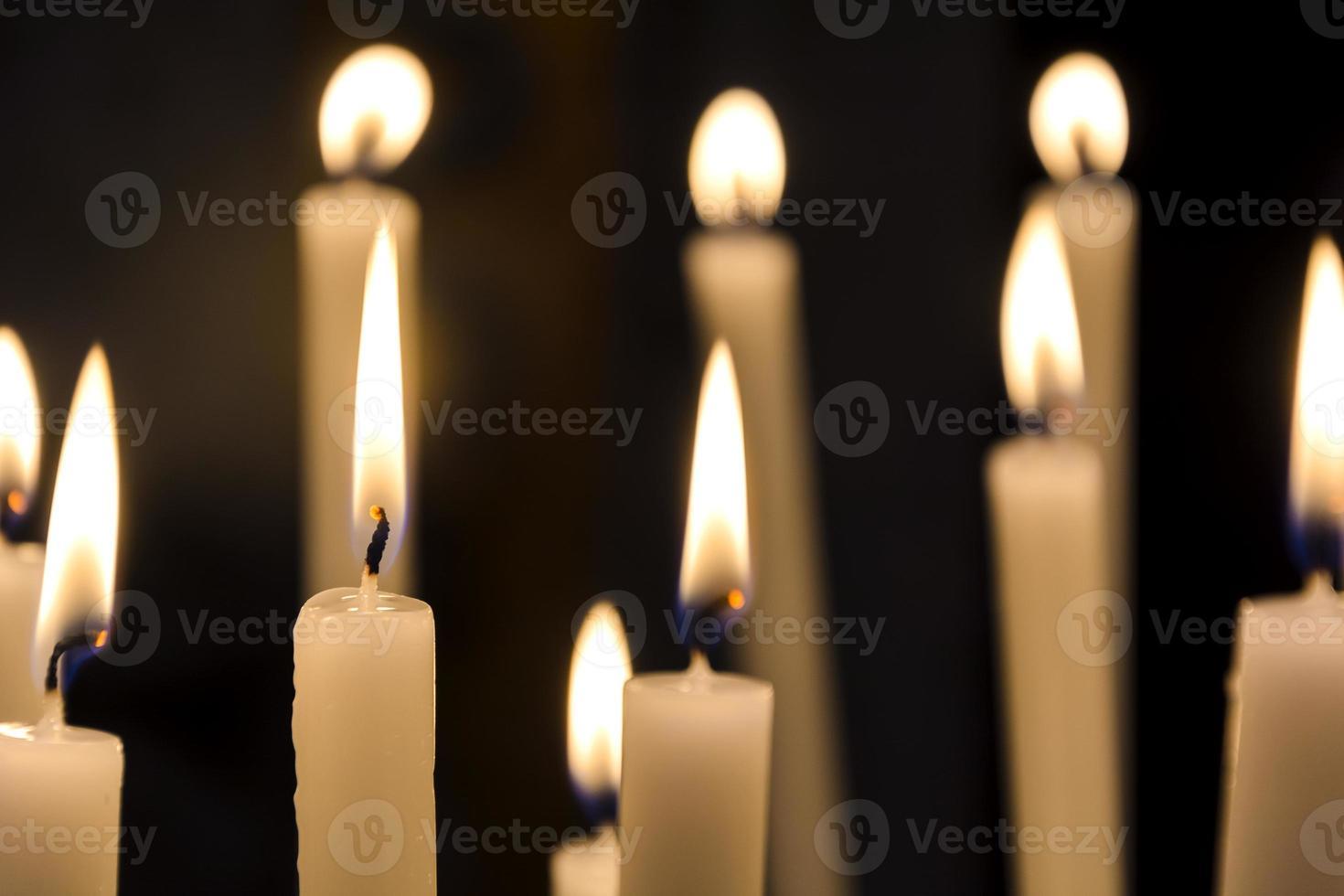 queimando velas foto
