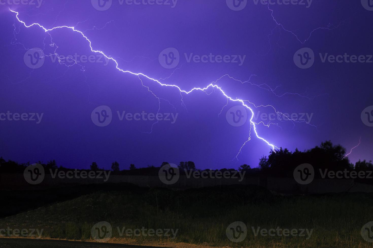 bela iluminação de tempestade foto