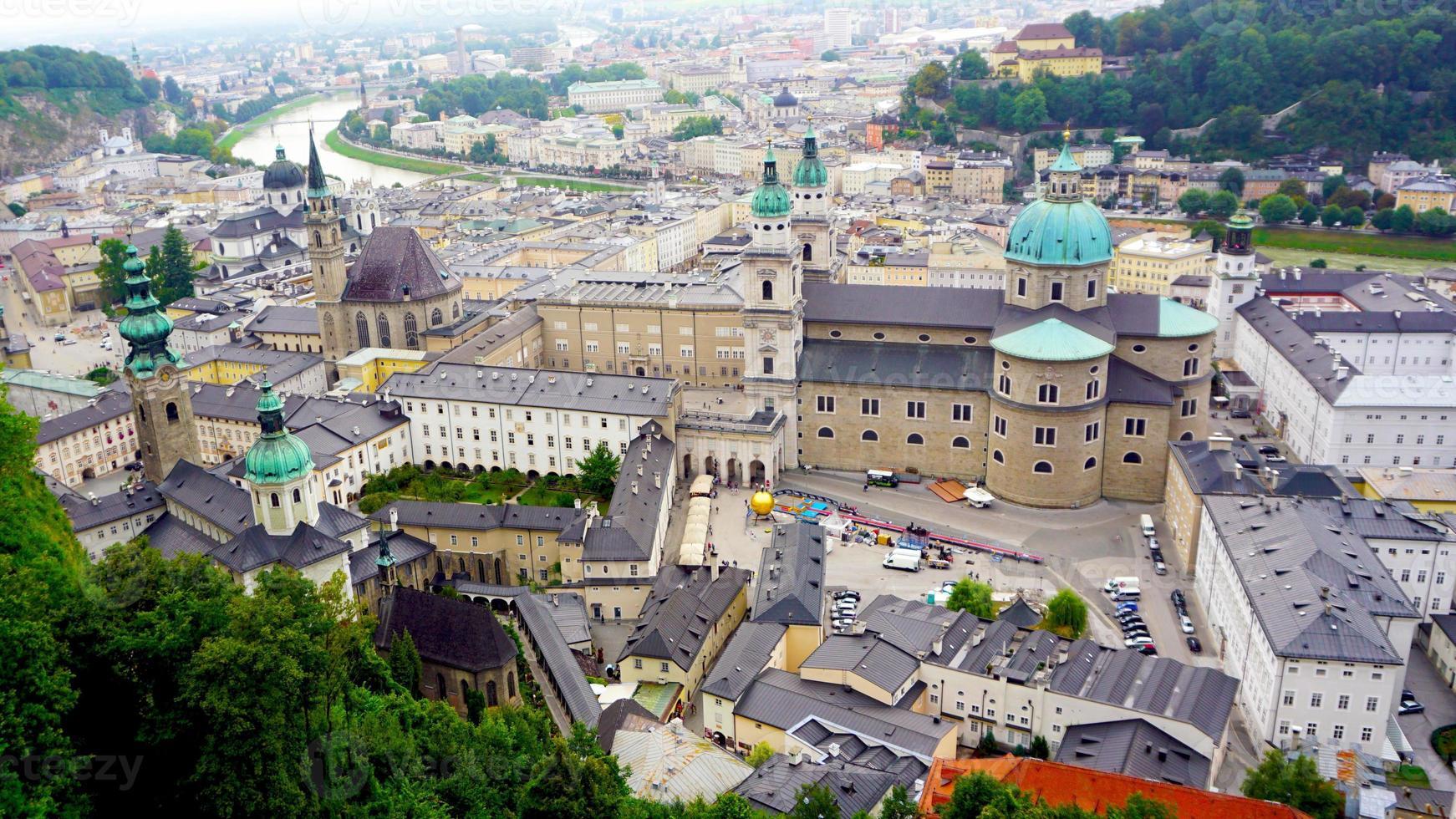 cenário da cidade velha de Salzburg foto