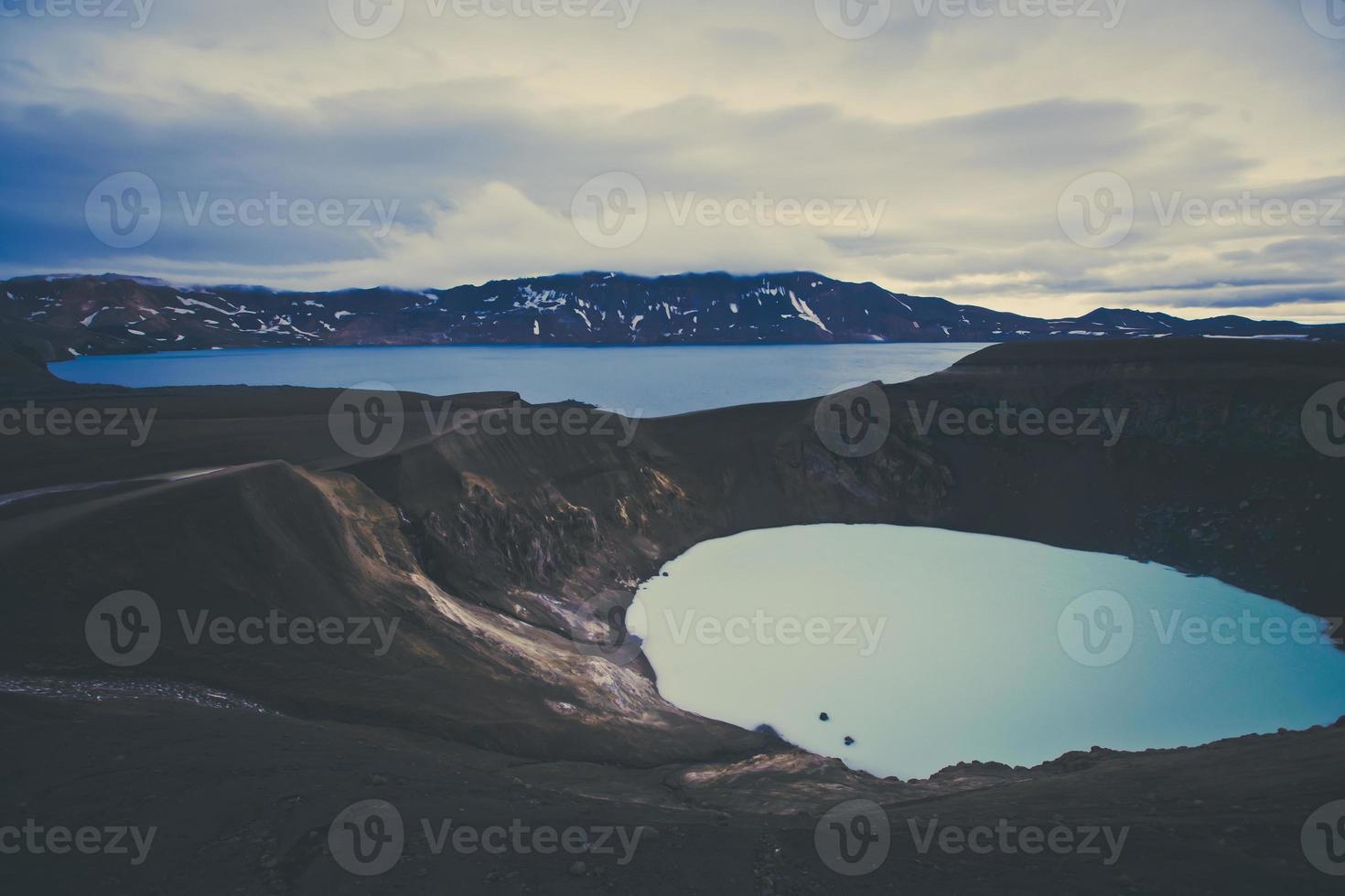 famoso vulcão islandês, cratera Askja no verão foto