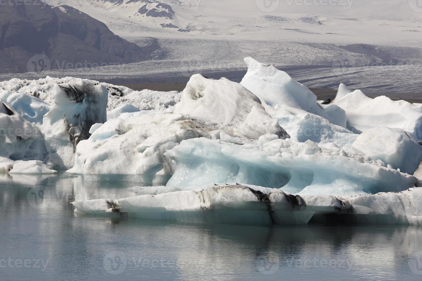 Islândia. área sudeste. jokulsarlon. icebergs, lago e geleira foto