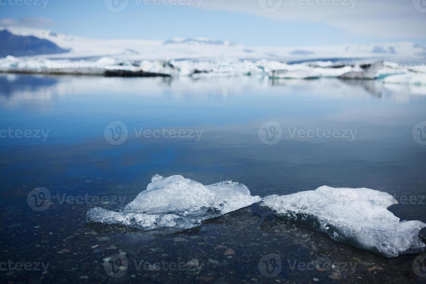 detalhe de pequeno iceberg - lago glacial jokulsarlon, Islândia foto