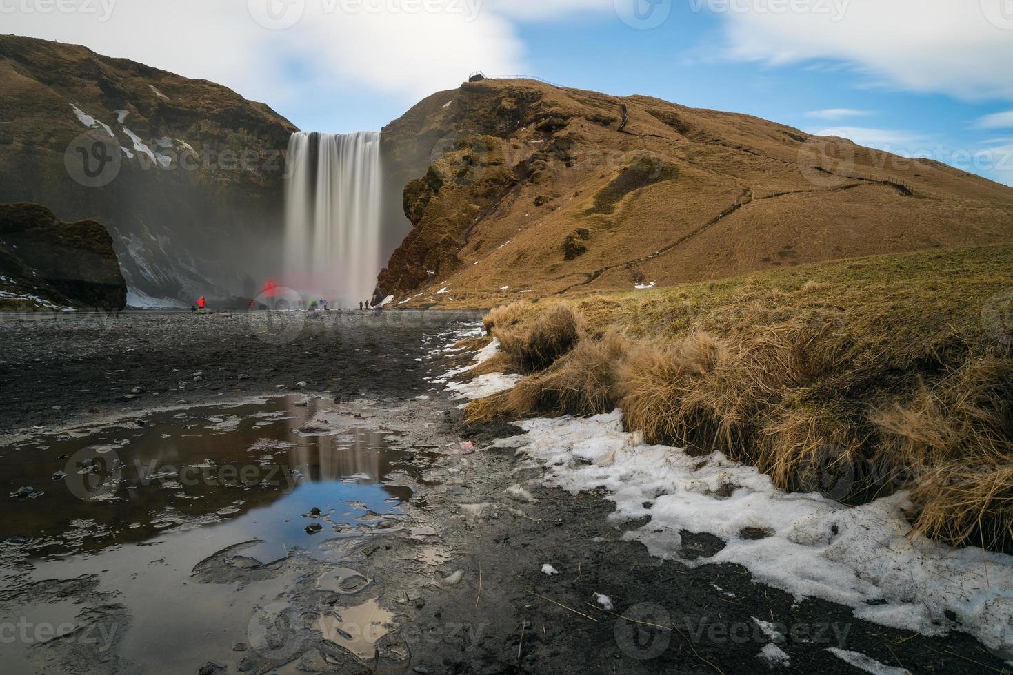 skógafoss é uma das maiores cachoeiras da Islândia foto