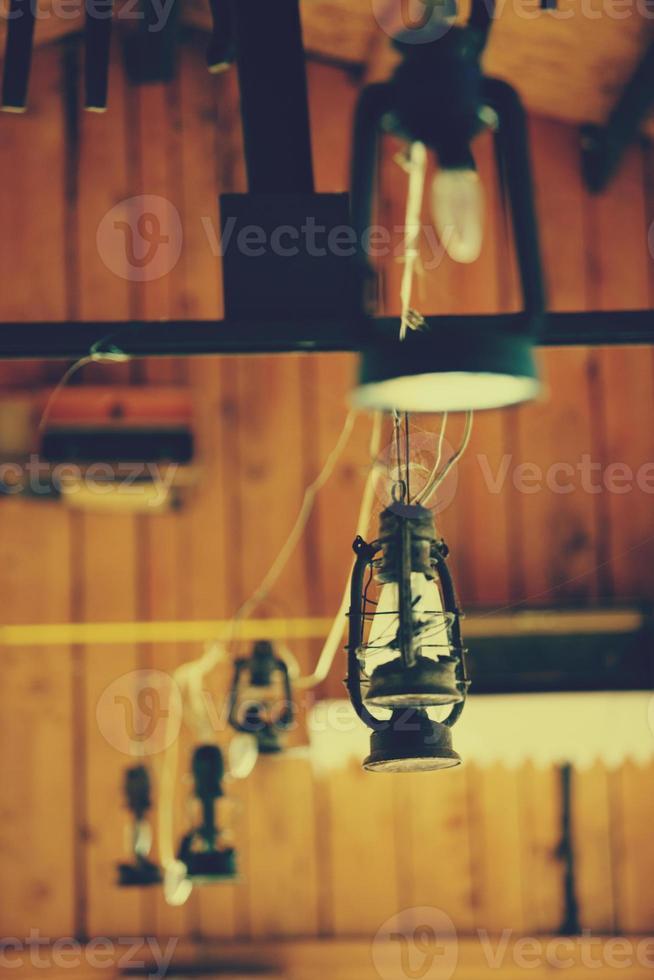 lâmpadas em restaurador rústico foto