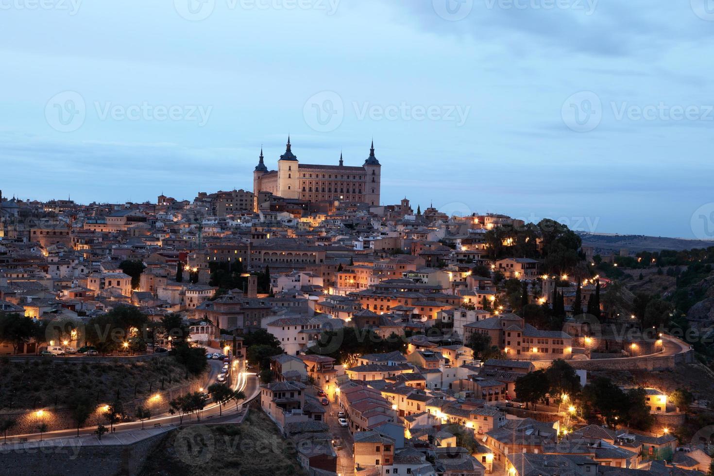 cidade velha de toledo à noite. Espanha foto