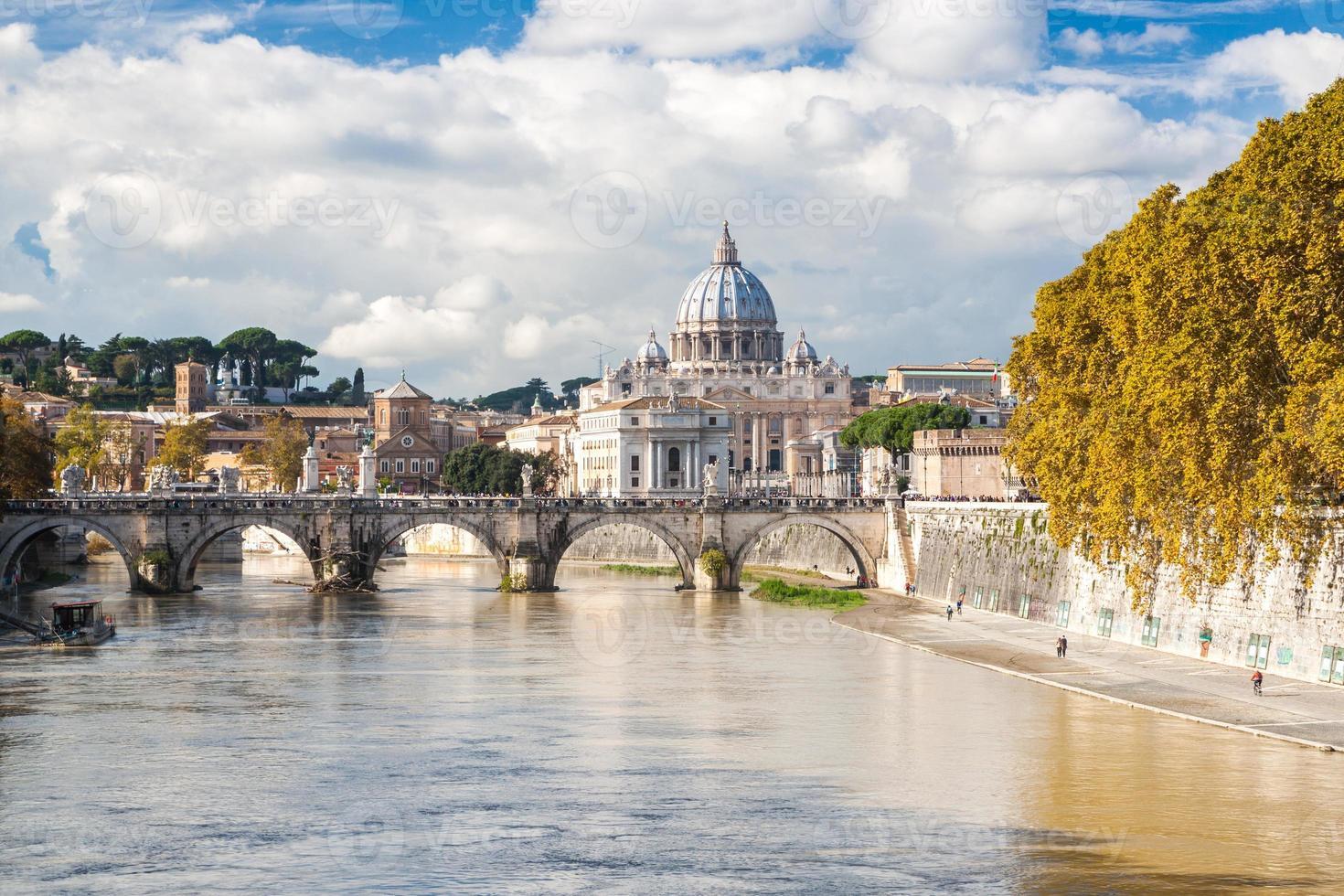 st. basílica de peter em roma, itália foto