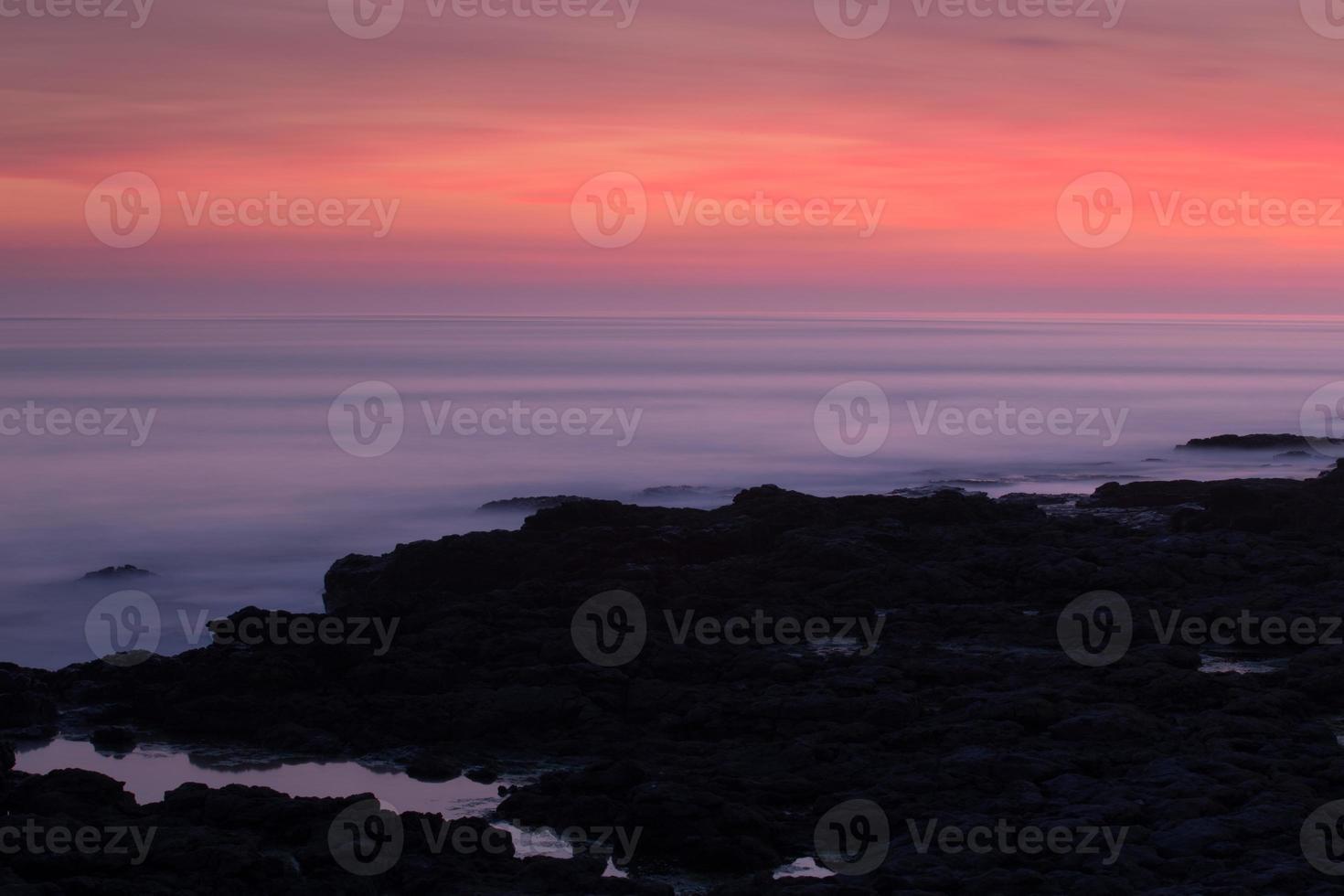porthcawl, gales do sul, reino unido, ao pôr do sol. foto
