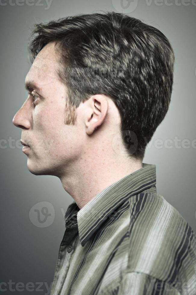 retrato de perfil de jovem foto
