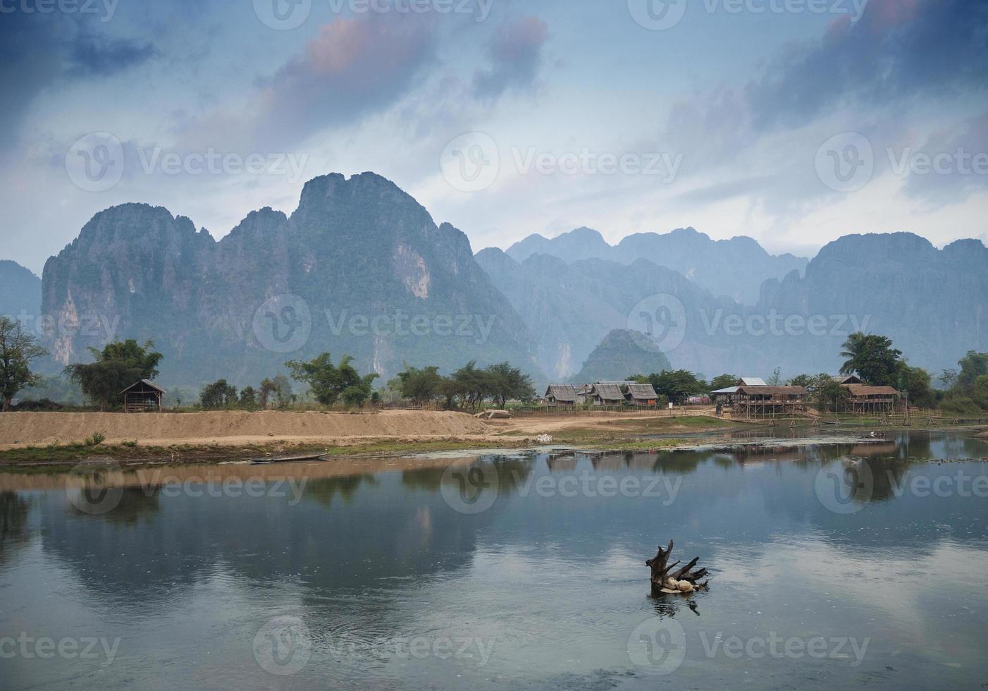 rio em vang vieng laos foto