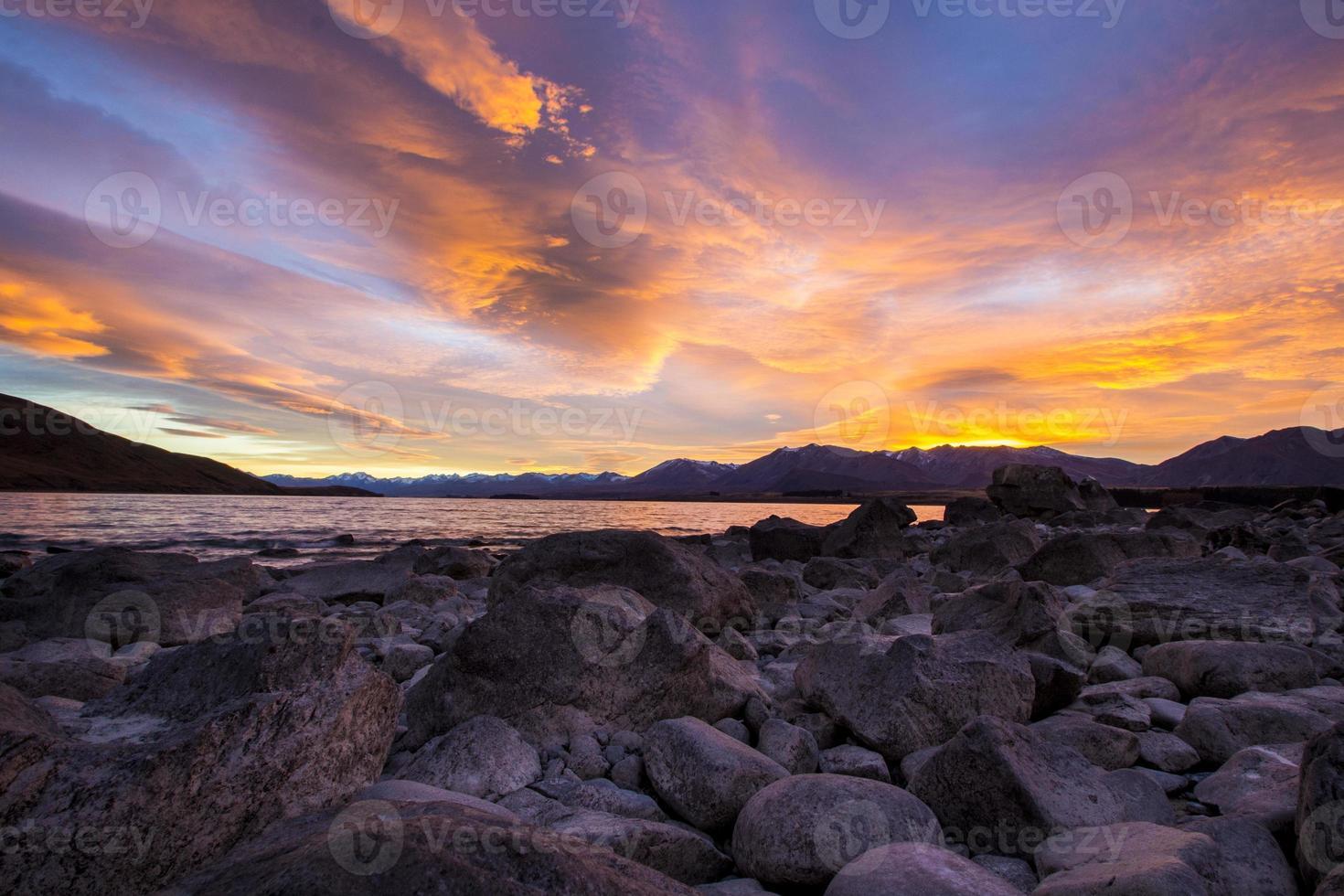 nascer do sol lago tekapo, nova zelândia foto