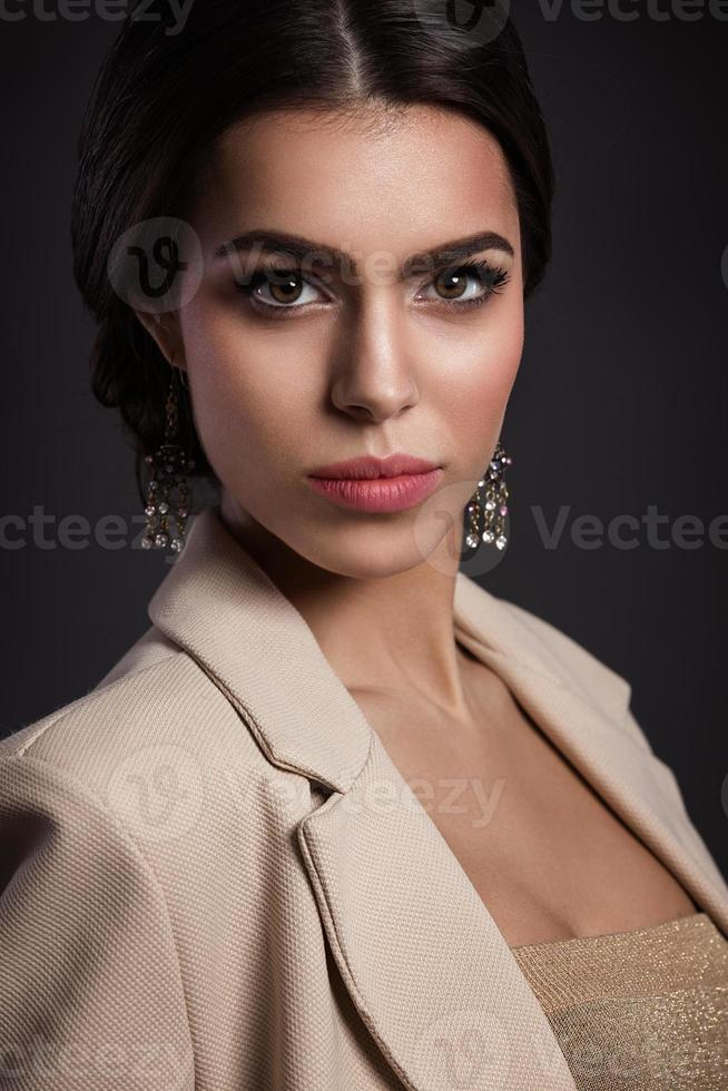 retrato de mulher bonita foto