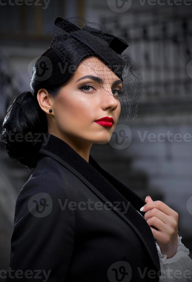 jovem mulher em traje de estilo retrô (versão normal) foto