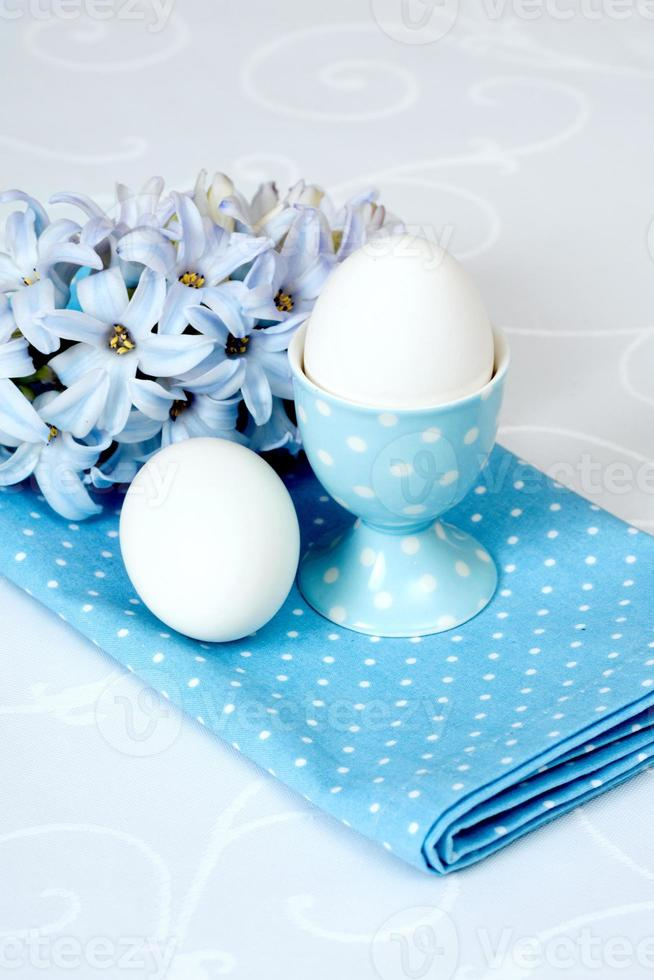 flores de jacinto e ovos foto