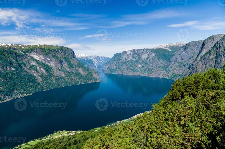 vista de verão para sognefjord do ponto de vista de stegastein, noruega foto