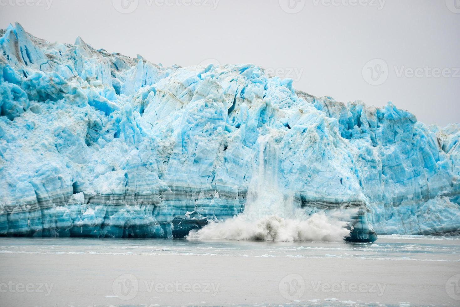 parto de geleira - fenômeno natural foto