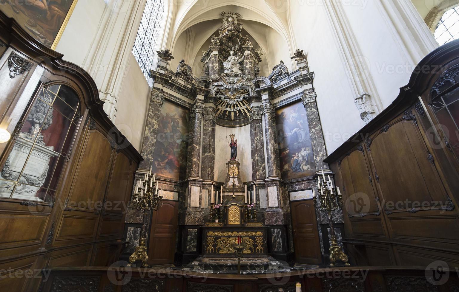 catedral santos-michel-et-gudule de bruxelles, bélgica foto