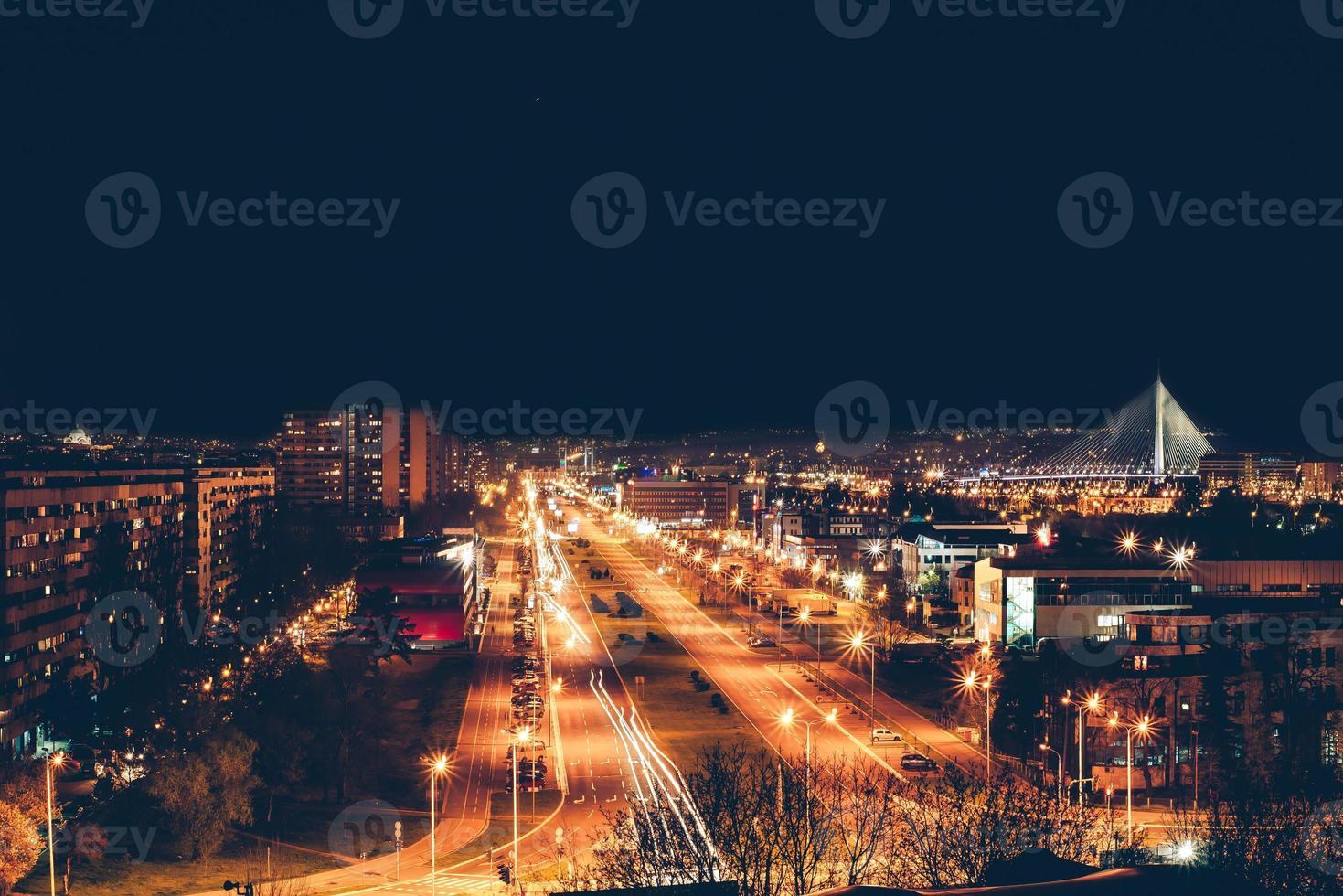 nova belgrado à noite foto