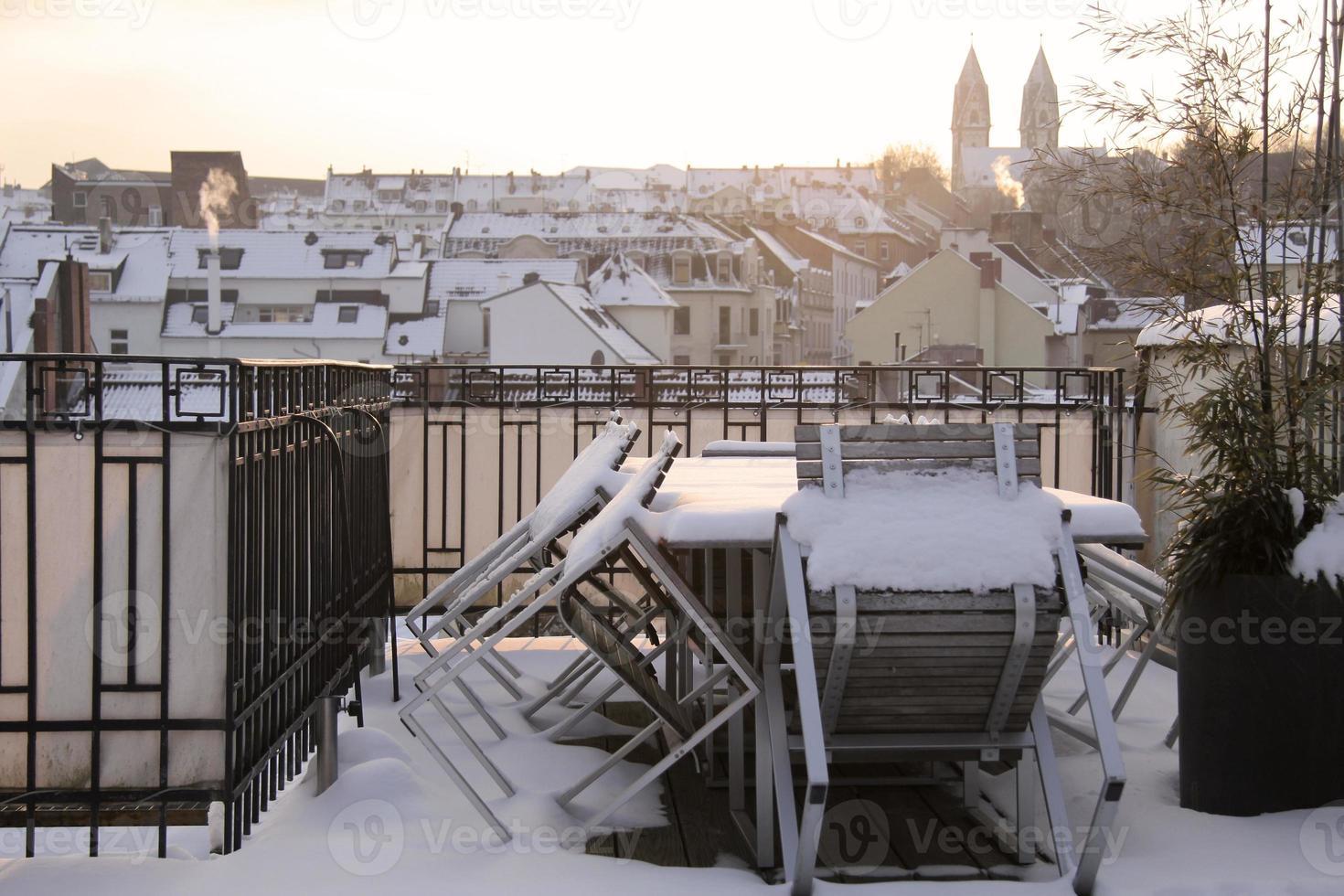 cidade velha de wiesbaden no inverno foto