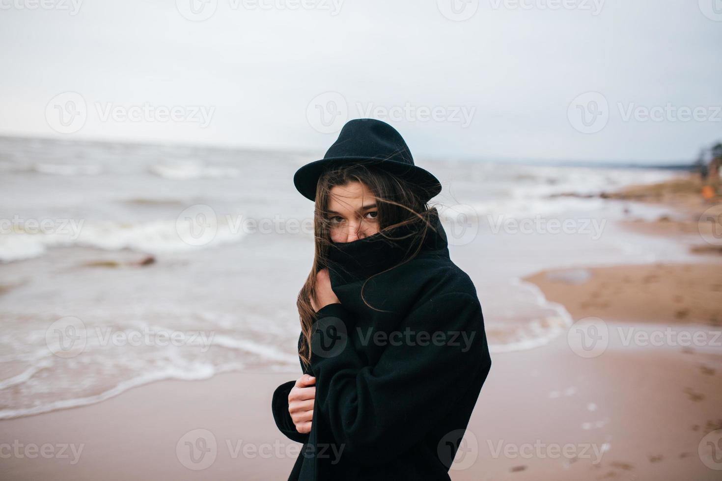 retrato de uma jovem com um chapéu foto