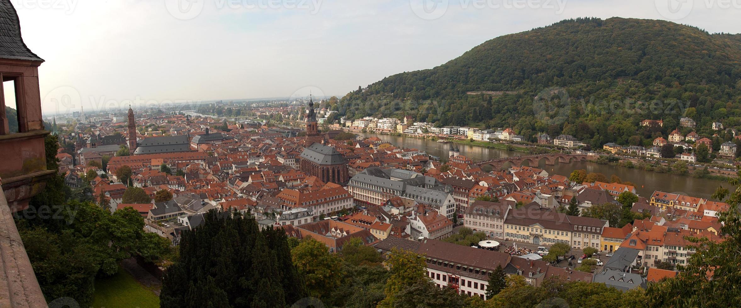 cidade velha de heidelberg e o rio neckar do castelo de heidelberg foto