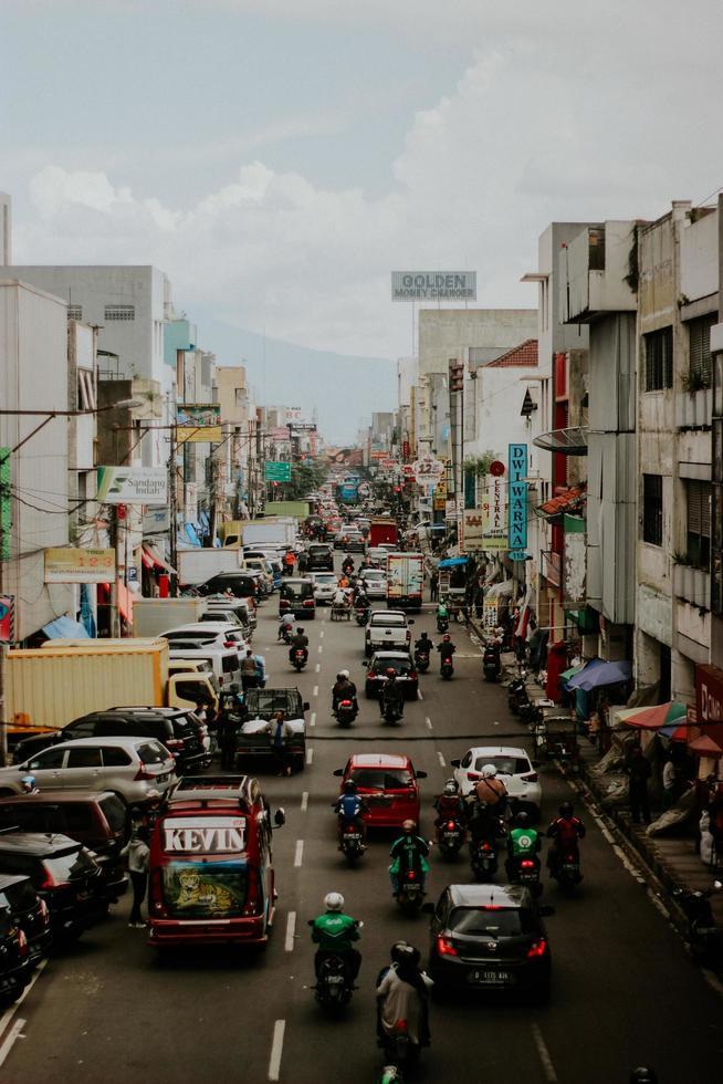 trânsito na indonésia foto