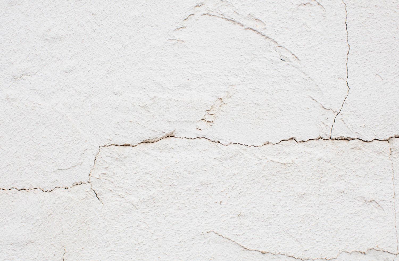 parede de concreto rachada foto