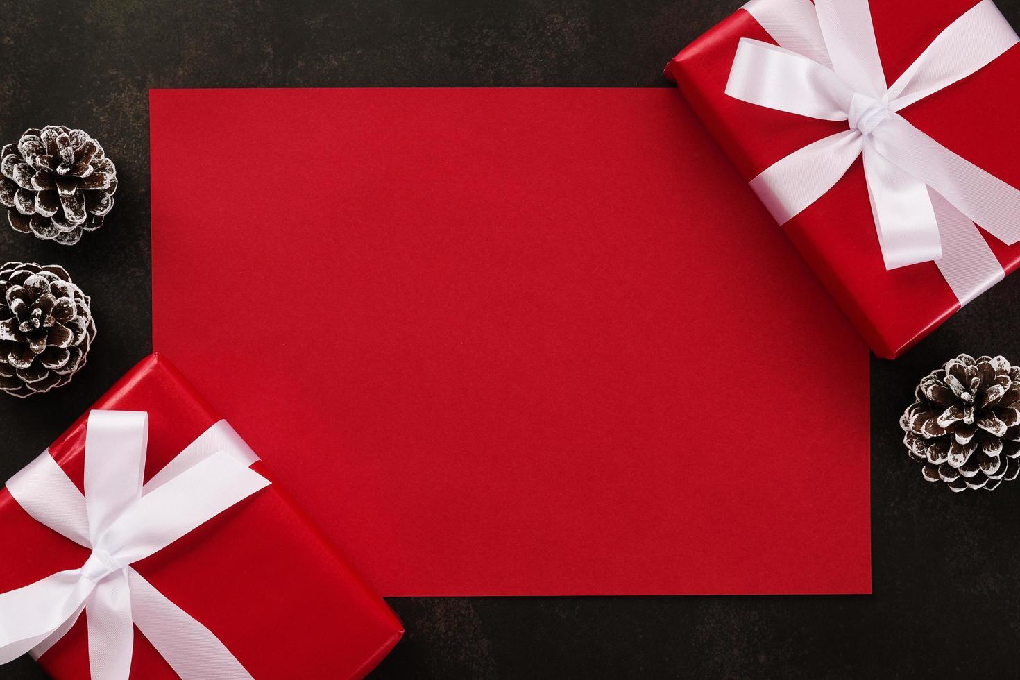 maquete de cartão vermelho em branco foto
