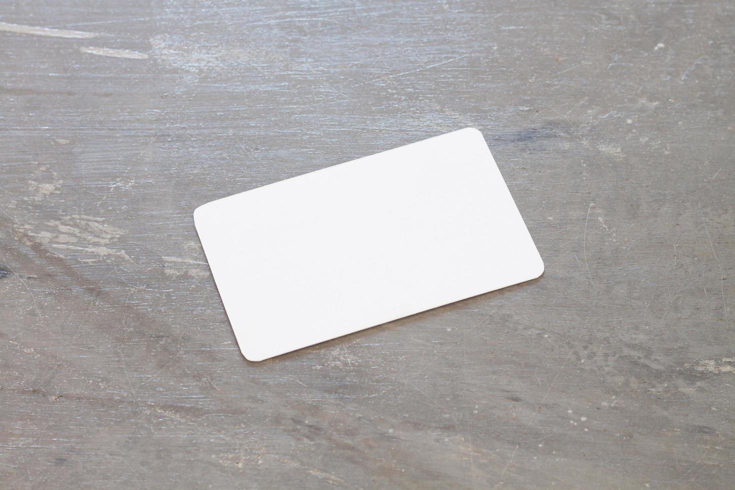 cartão de visita em um fundo cinza foto