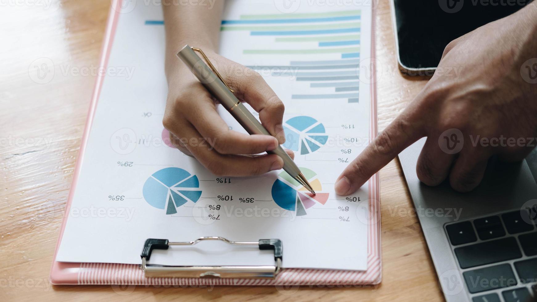 close-up da reunião de negócios financeiros foto