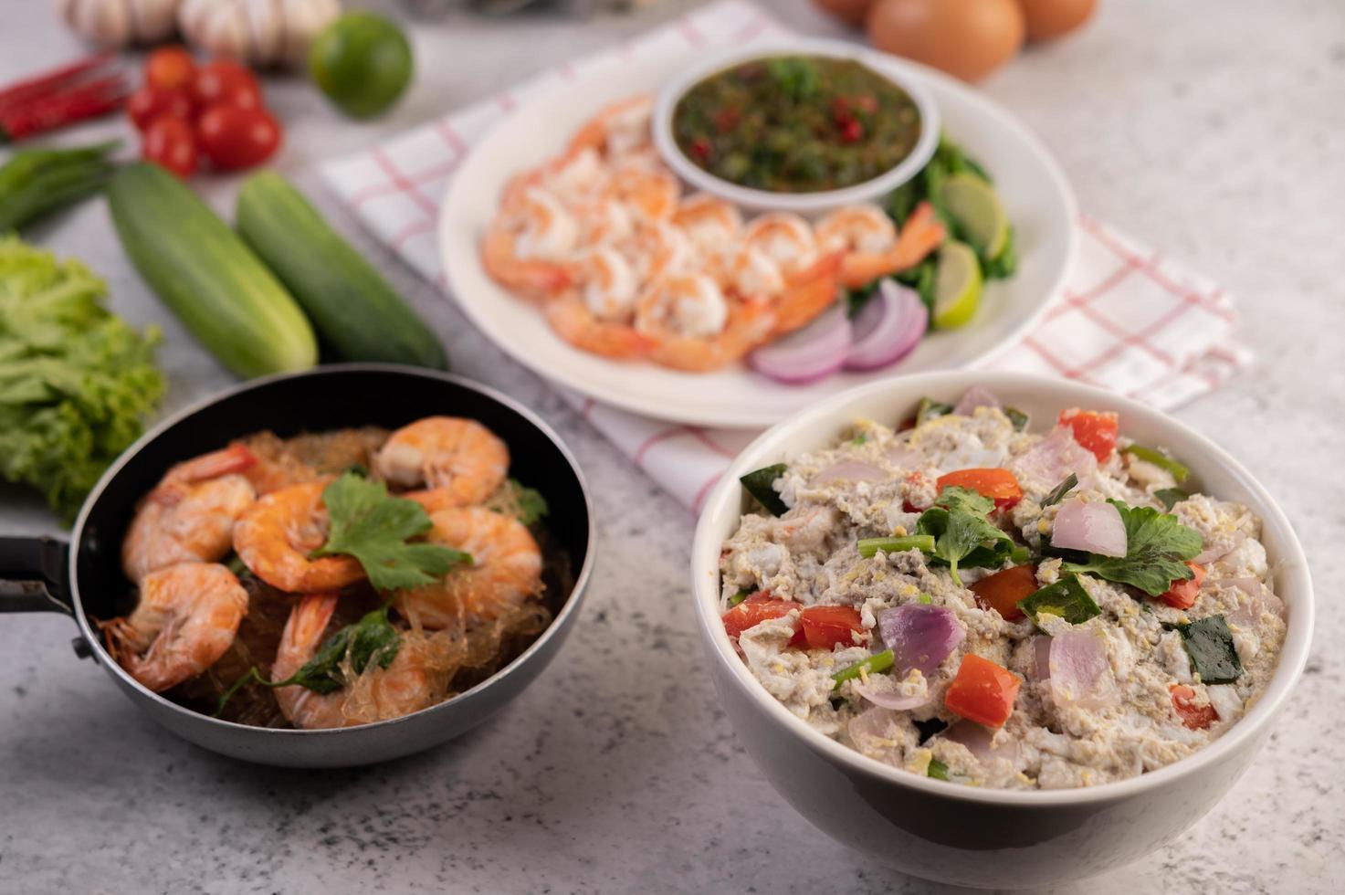 pratos estilo tailandês foto