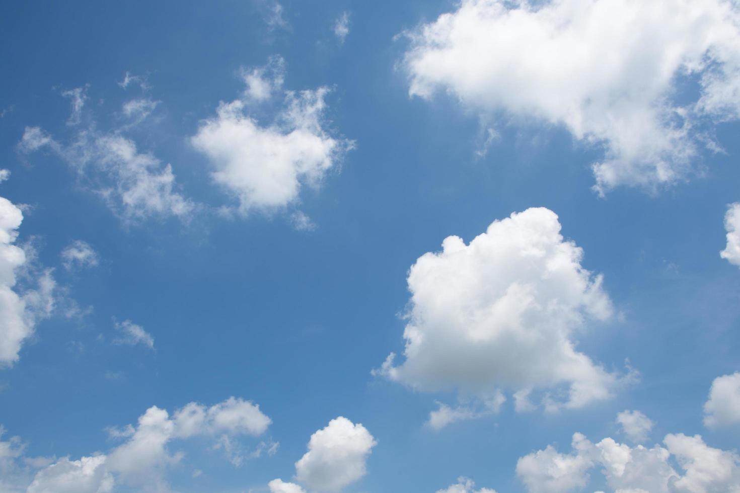 o céu e nuvens foto