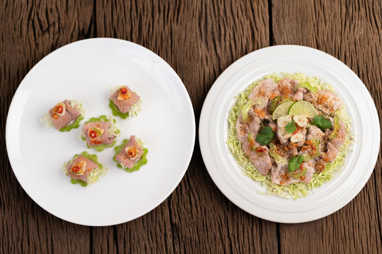 salada delicada de lima e porco picante foto