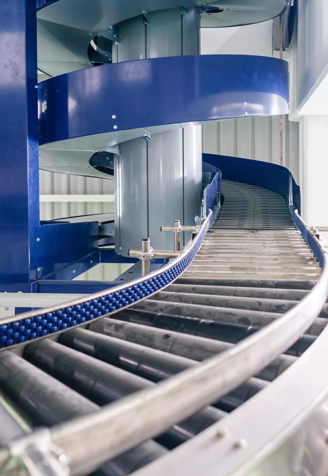 sistemas transportadores automatizados, transportadores modulares e automação industrial para máquina de transferência de embalagens em vidro de construção foto