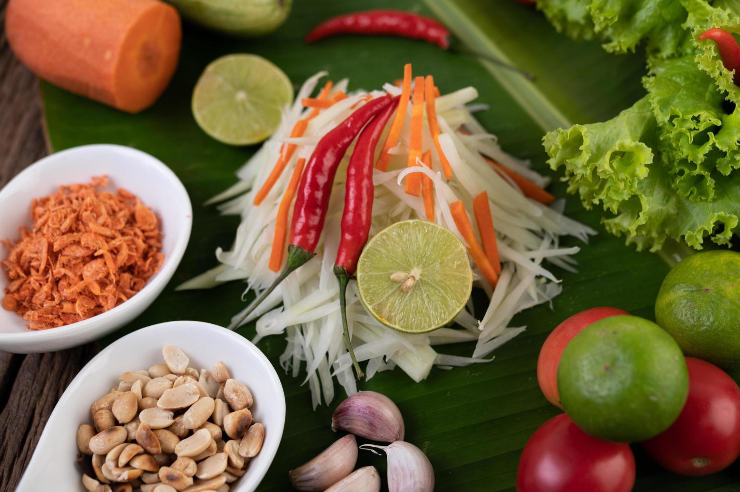 ingredientes frescos para salada de mamão foto