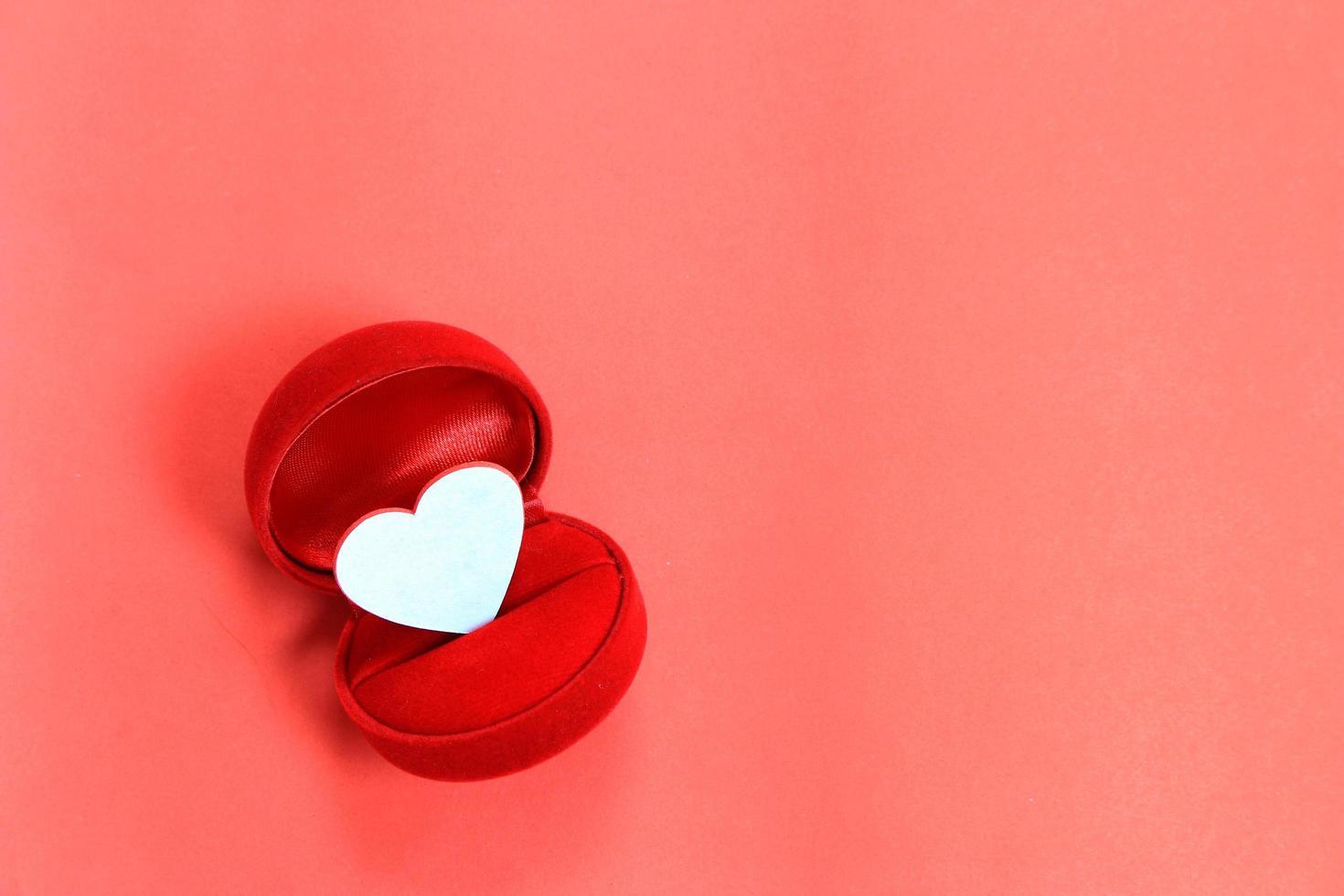 coração na caixa do anel foto