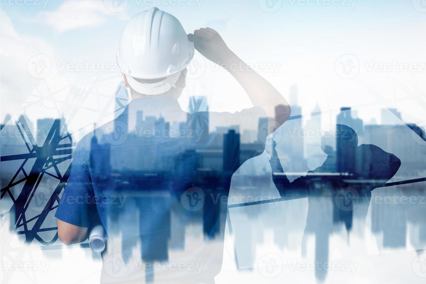 pessoa olhando para a cidade foto