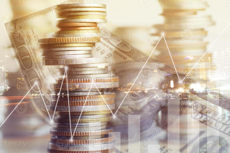 moedas com sobreposição de dinheiro foto