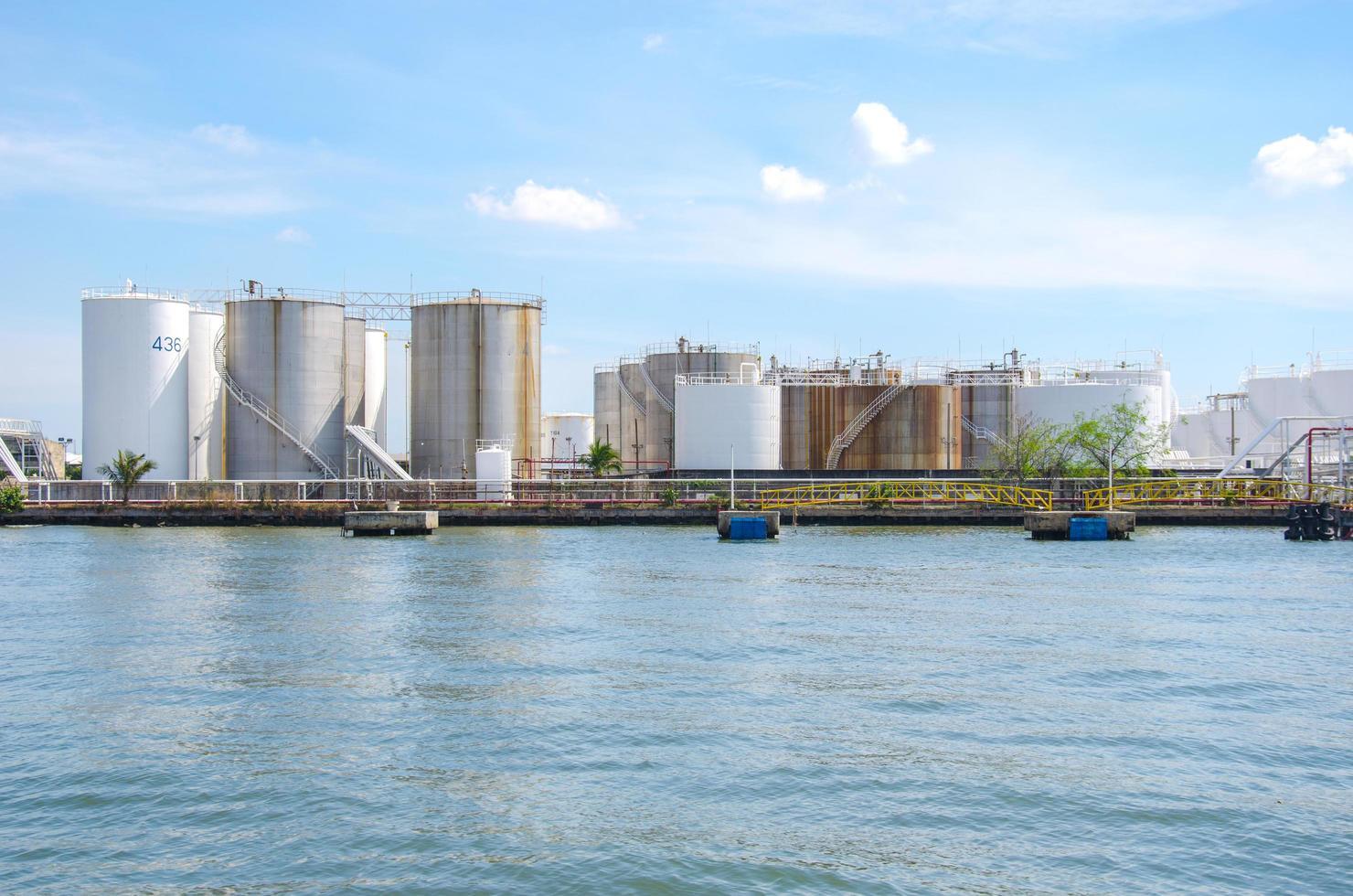 tanques de armazenamento de óleo foto